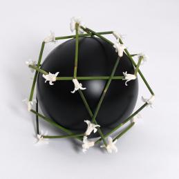 blumenschmuck-urne-balloflove-black-klein